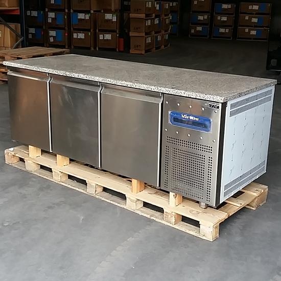 Bäckereikühltisch 3 türig 60x40 cm mit Granitarbeitsplatte, -2°/+8 °C - DEFEKT